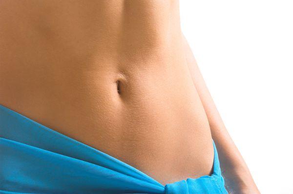 おへそ辺りの腹部に貼るだけでダイエット効果?炭化セラミックスは本当に効果あり?